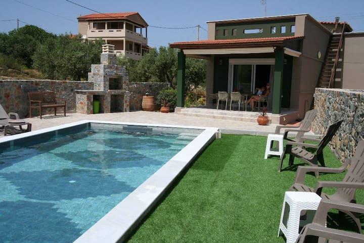Kevin House avec piscine privée près de la mer