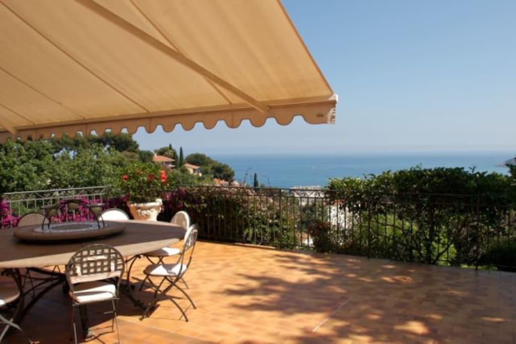 villa swimming pool french riviera villas louer. Black Bedroom Furniture Sets. Home Design Ideas