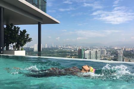 Girl's Hostel, Infinity Pool,Gym,WiFi, Kualalumpur