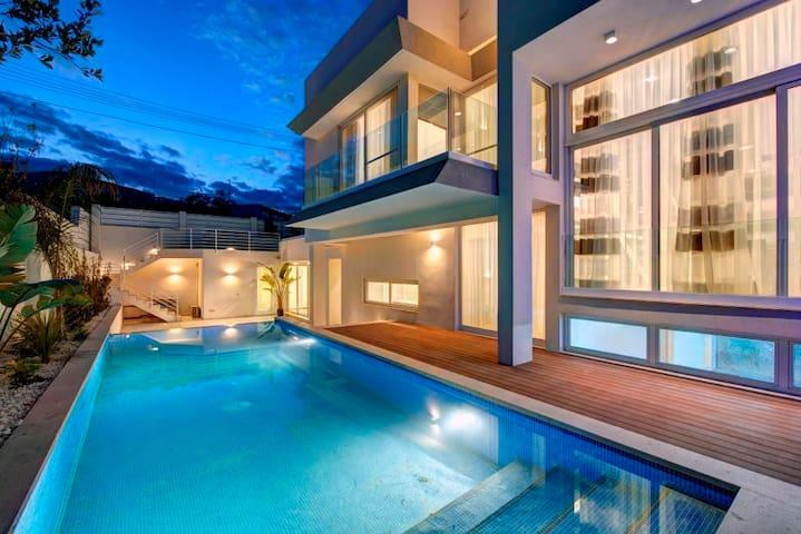 Modern Villa (sleeps 8)  - Naxxar - วิลล่า