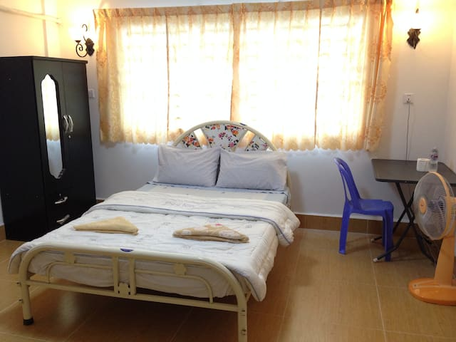 Great Room in a Friendly Villa - พนมเปญ
