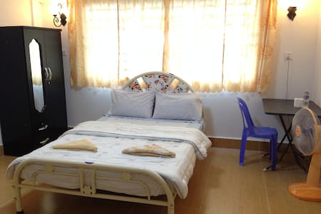 Great Room in a Friendly Villa - Phnom Penh - Huis