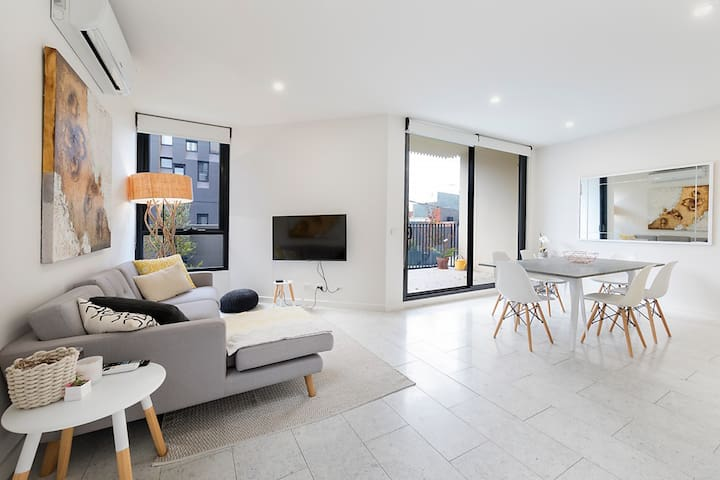 Modern 2 bedroom apartment in heart of Fitzroy