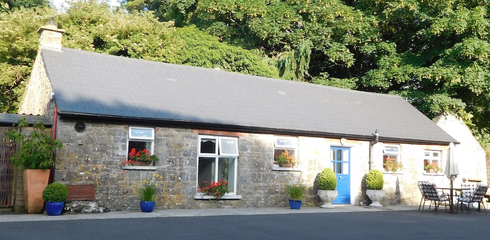 Grooms `Irish stone` cottage - Kilfeacle - Ev