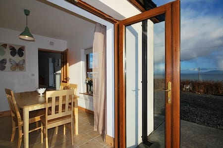 LITTLE LISS COTTAGE - Great Location near beach! - Kerry