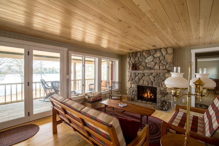 Newly renovated Lakefront Cottage