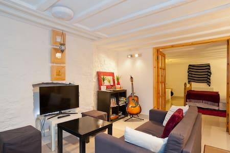 Fantastic cosy basement apartment ! - Appartement