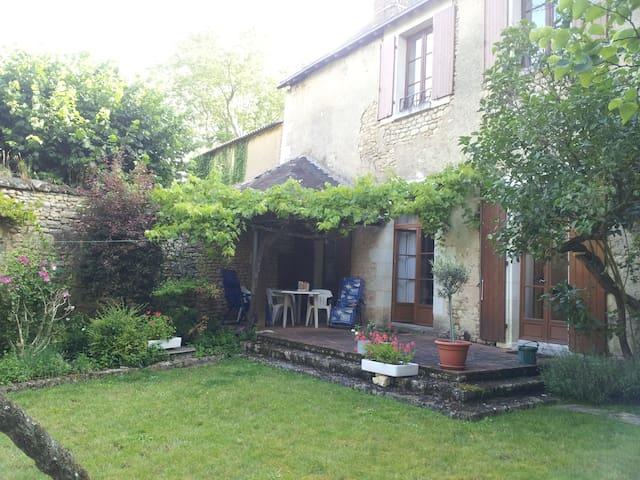 Family House - Moncontour, Poitou Charantes, FR - Moncontour - Casa
