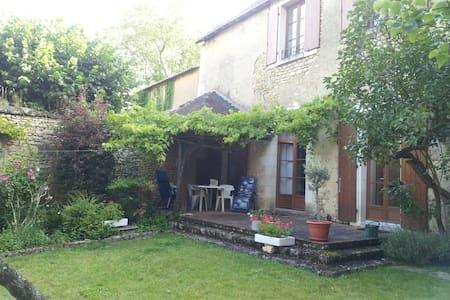 Family House - Moncontour, Poitou Charantes, FR - Moncontour