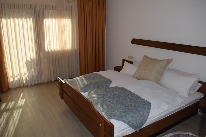 Vollmöbliert - schönes - helles Zimmer