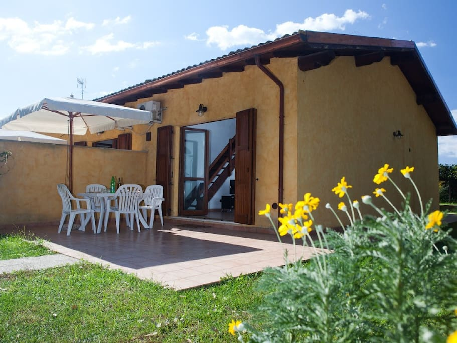Casa sabaudia circeo 1 townhouses in affitto a sabaudia for Casa con suite suocera in affitto