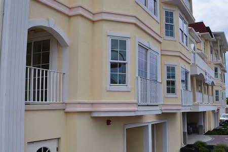 4 Bed/3.5 Bath new townhome 2 blocks to Beach - Seaside Heights - Σπίτι