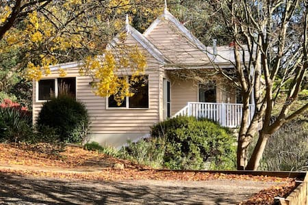 Carramar Cottage    (8 mins drive to Emerald )