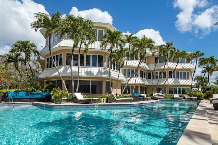 Stunning modern beachfront apartment
