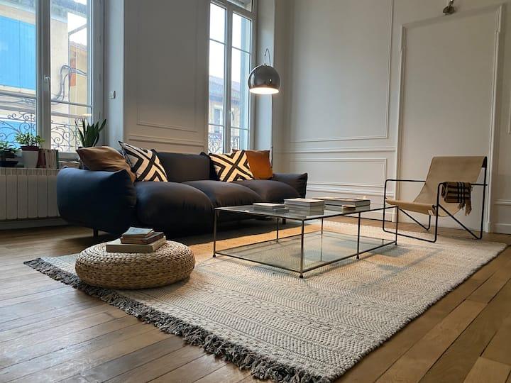 Appartement bourgeois 68 m2 sur la rue piétonne