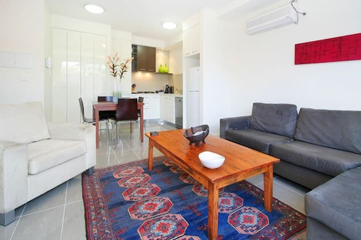 W4 Ground floor 2bdr and courtyard - Balaclava - Apartment
