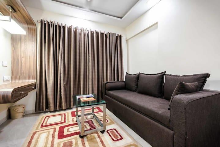 Chic 2-Bedroom Apartment in Powai, Mumbai