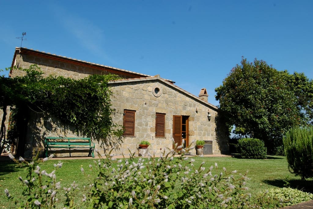 Idyllic villa with private pool houses for rent in for Rent a house in tuscany