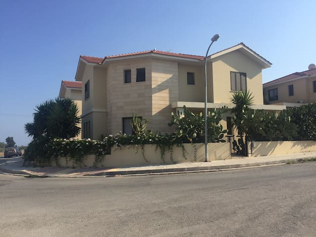 3 bedroom VILLA with private swimming pool,fre wif