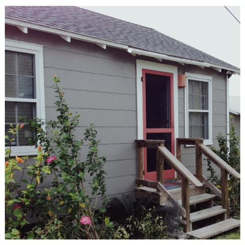 Sea Biscuit Cottage in Old Town - Port Aransas - Dom