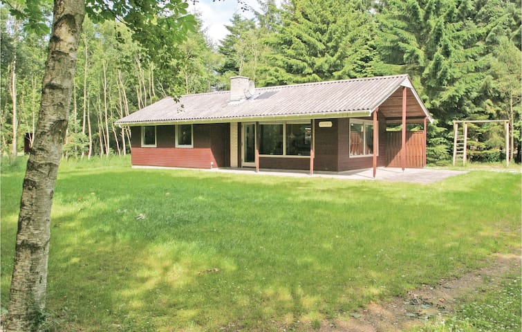 Holiday cottage with 3 bedrooms on 61 m² in Hadsund