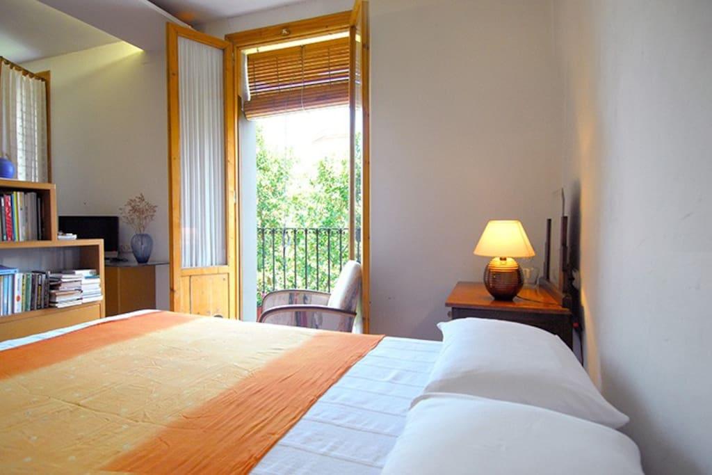dormitorio balcón