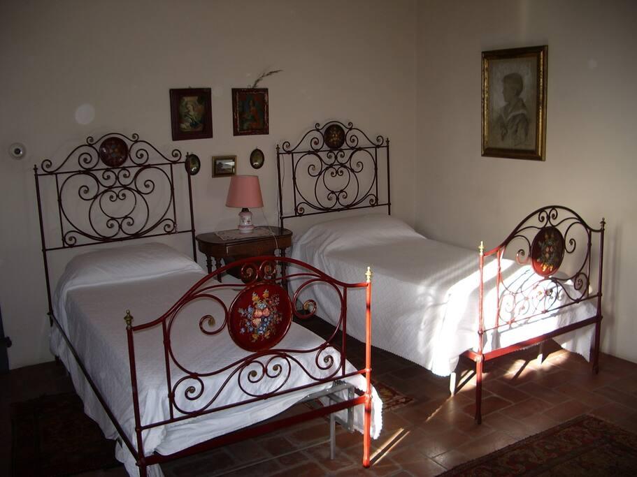 Una delle eleganti camere da letto