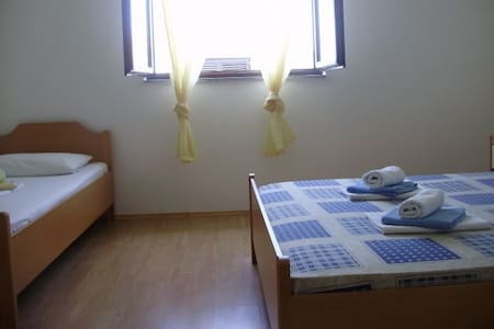 Private triple room Vrboska/Hvar - Vrboska