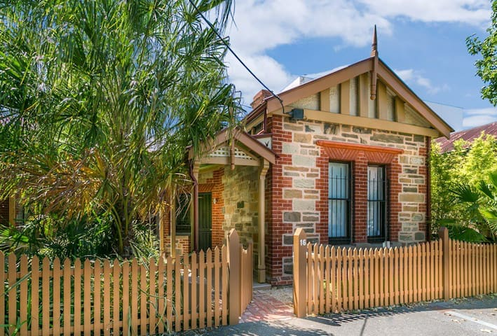 Luxurious  2 bedroom Cottage - Adelaide - Huis