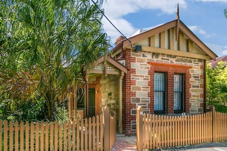 Luxurious  2 bedroom Cottage - Adelaide