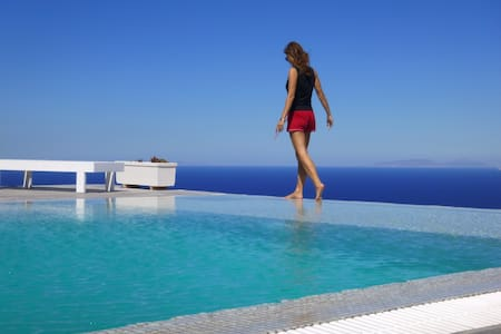 Superb views of Aegean & Santorini - Imerovigli