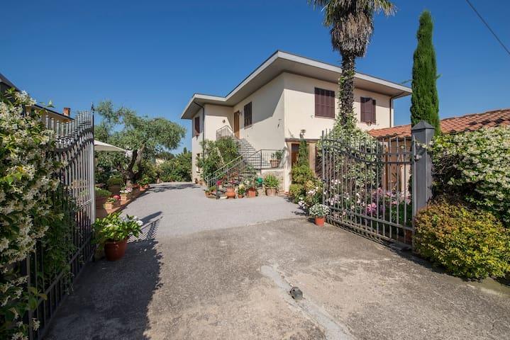 Appartamento Michelangelo in villa con parco