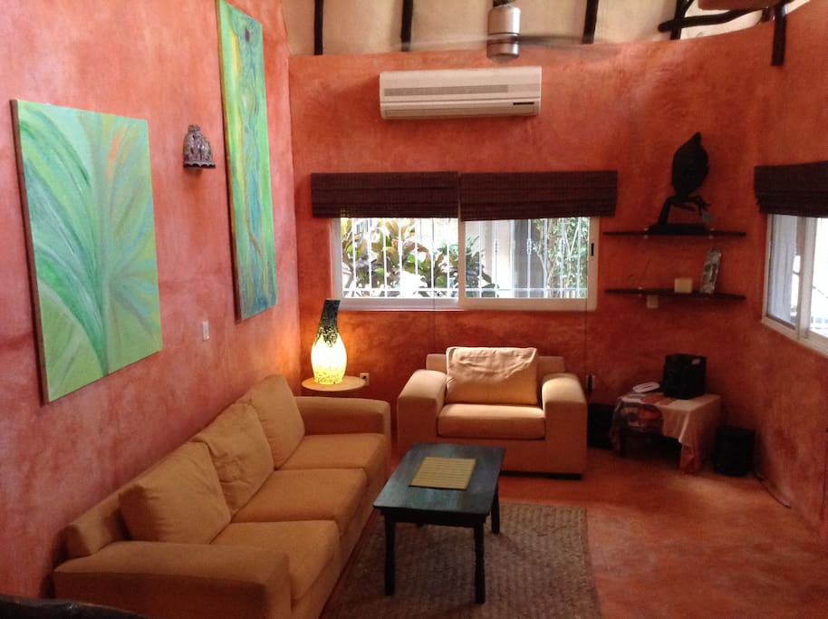 The house has lots of original art and lies just minutes walk from downtown Tulum. The living room has a 18 ft / 6 meters high ceiling.