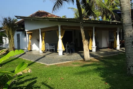 Blue Whale Boutique Villa-large garden room - Ahangama