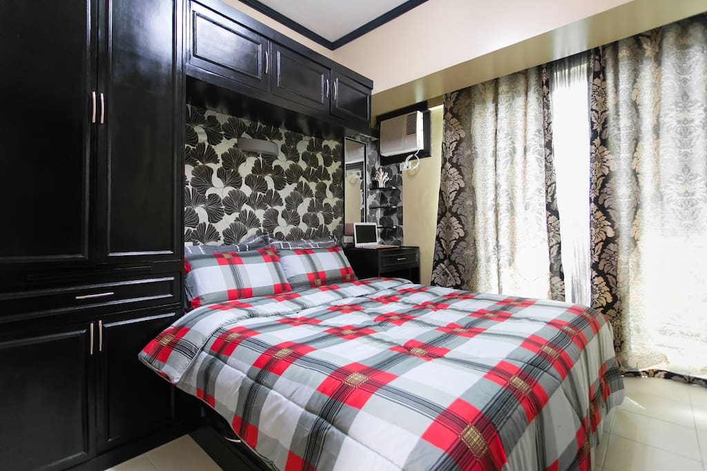 ( UNIT 11GE ) BEDROOM (Royal Palm Villa Las Pinas ) - Queen sized bed with customized cabinet