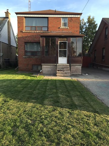 A quiet night in friendly neighbour - Toronto  - Hus