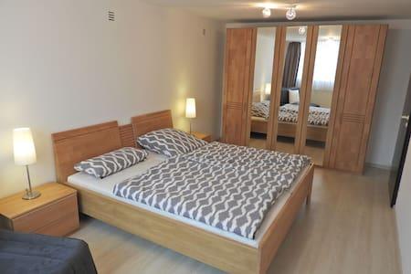 Schöne Ferienwohnung Schwanstetten - Schwanstetten - Wohnung
