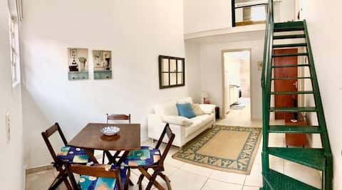 Ótima localização - 2 quartos, cozinha e quintal
