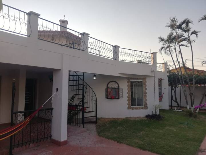 Cálido hospedaje en zona residencial Urbari