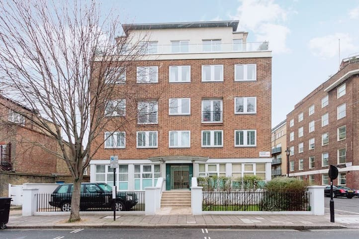 Spacious, Central Ensuite Room in Westminster