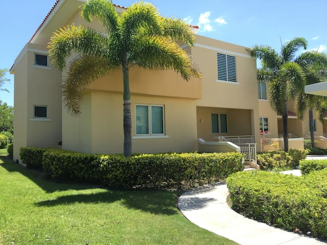 Entire house on the golf course! Great location. - Ponce - Villa