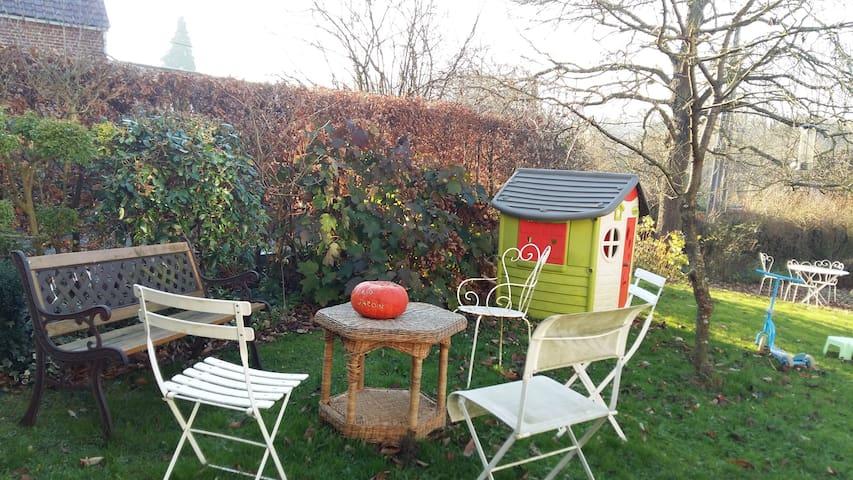 Nid douillet avec jardin dans une fermette rénovée - Sebourg