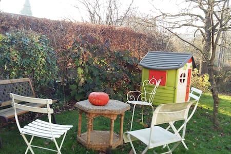 Nid douillet avec jardin dans une fermette rénovée - Sebourg - Hus