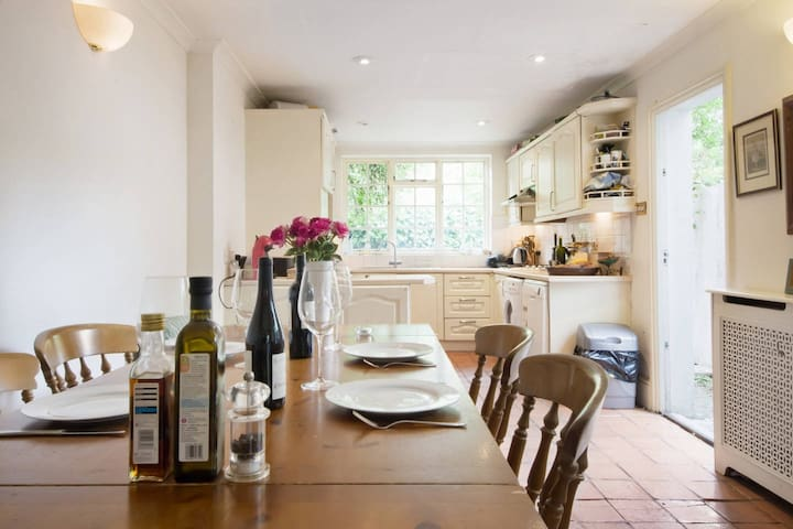Double room in charming Townhouse