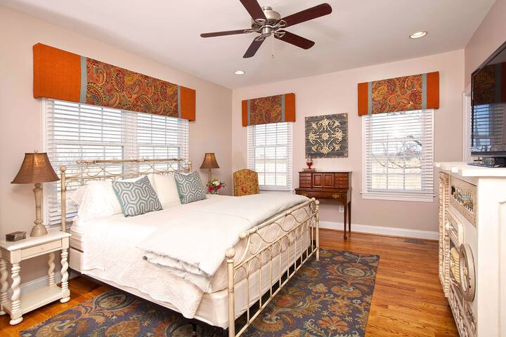 The Summit suite has a king size bed, separate den with pullout couch, and a spacious bath with a double vanity