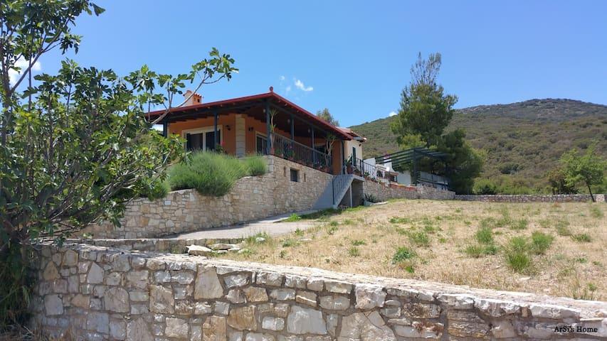 Ένα μικρό & ζεστό σπίτι στο βουνό! - Agia Sofia - House