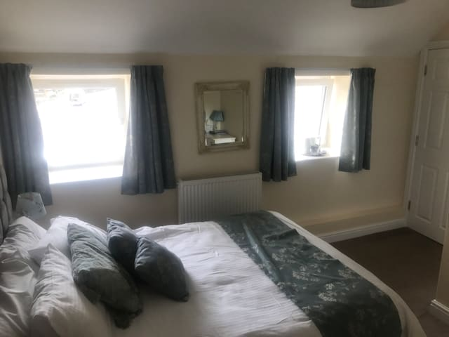 Red Lion Inn, B&B in the heart of Carmarthenshire - Llandyfaelog - Oda + Kahvaltı