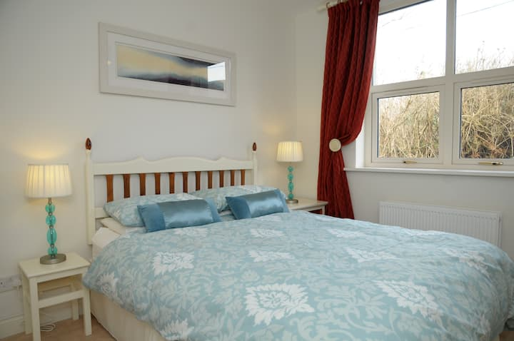 Retreat, 1 Mile from Dingle Town