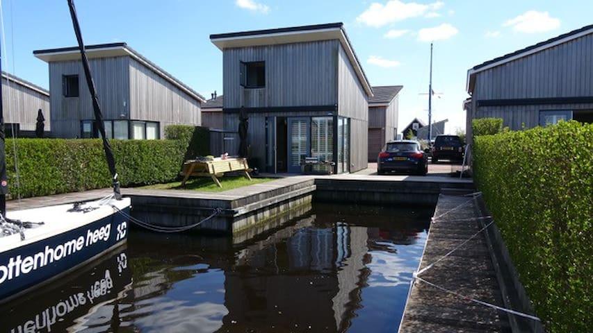 boothuisje 37 in Heeg Friesland - Heeg