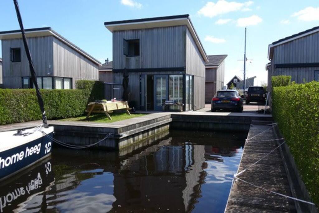 Te huur met eigen havenligplaats boothuisje 37 huizen te for Huizen te koop friesland